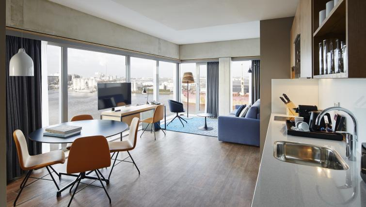 Living room at Residence Inn Amsterdam Houthavens - Citybase Apartments