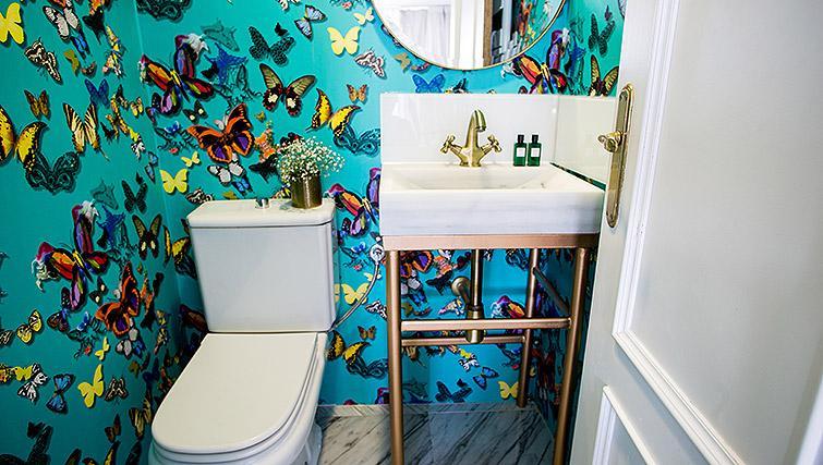 WC at 11th Principe Apartments - Citybase Apartments