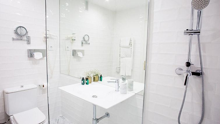 Shower room at 11th Principe Apartments - Citybase Apartments