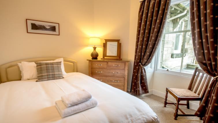 Large bedroom at the Pentland Apartment - Citybase Apartments