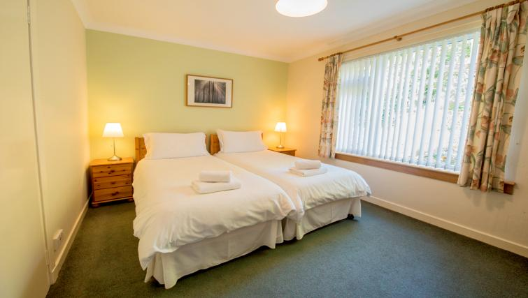 Twin beds at the Bowishill Cottage - Citybase Apartments