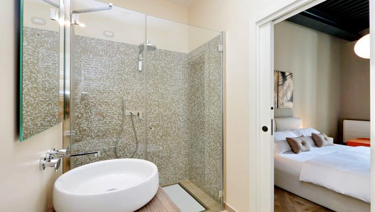 Bathroom at 10 Del Basilico Apartment - Citybase Apartments