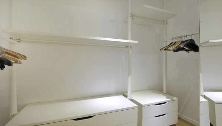 Wardrobe at Olmetto Apartment - Citybase Apartments