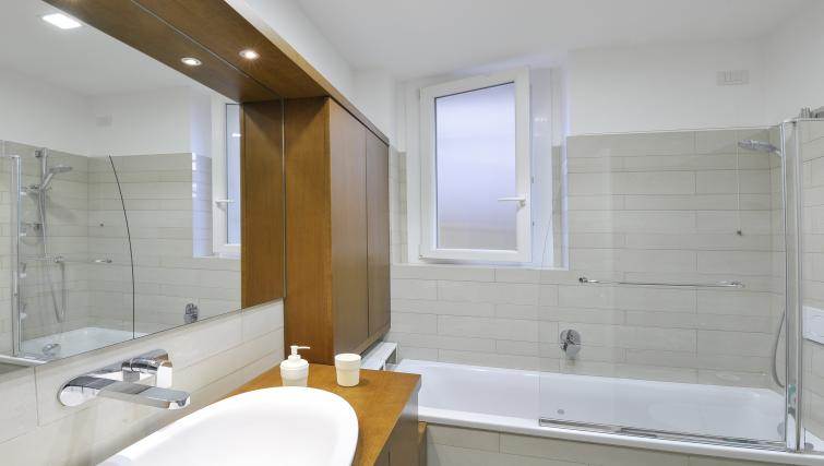 Bathroom at Olmetto Apartment - Citybase Apartments