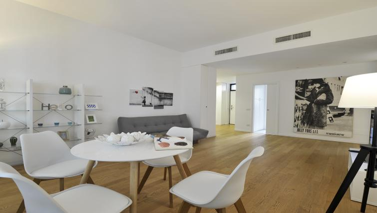 Dining area at Olmetto Apartment - Citybase Apartments