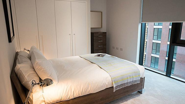 Bright bedroom at Clarendon Masthead House - Citybase Apartments