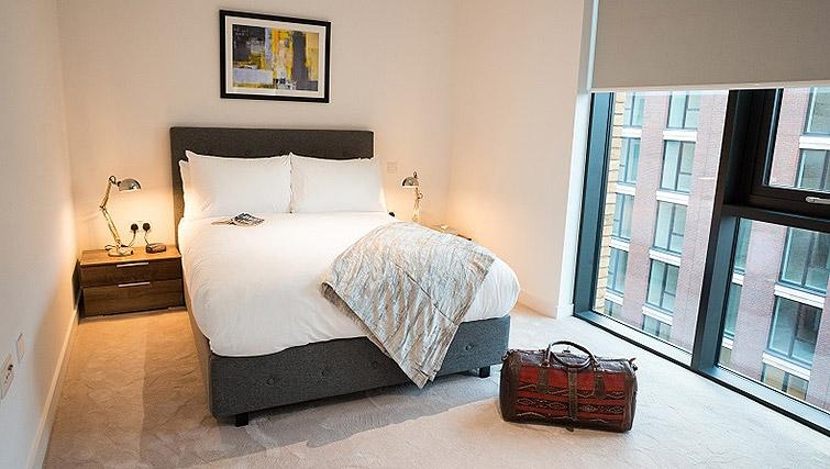 Modern bedroom at Clarendon Masthead House - Citybase Apartments