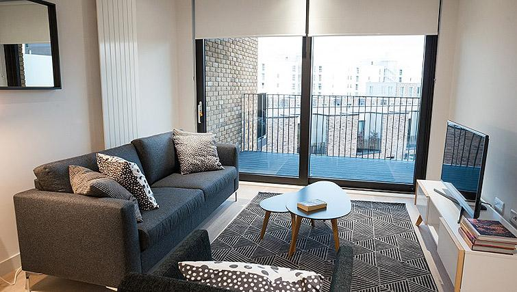 Living area and balcony at Clarendon Masthead House - Citybase Apartments