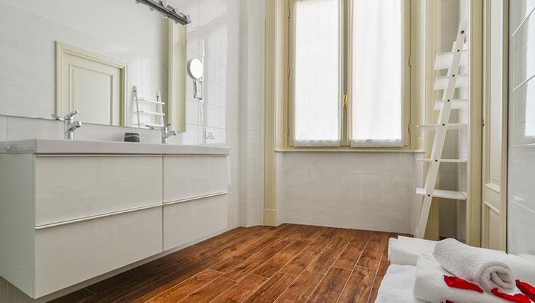 Shower room at Bohème-6 Apartment - Citybase Apartments