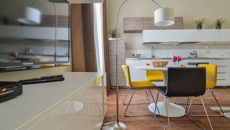 Kitchen/dining at Bohème-6 Apartment - Citybase Apartments