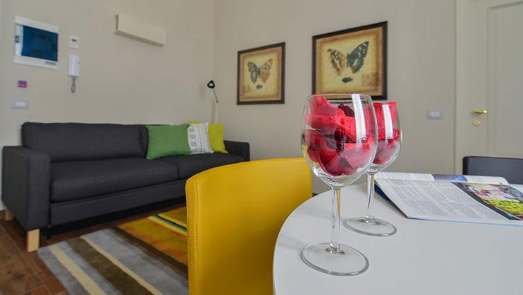 Table at Bohème-6 Apartment - Citybase Apartments