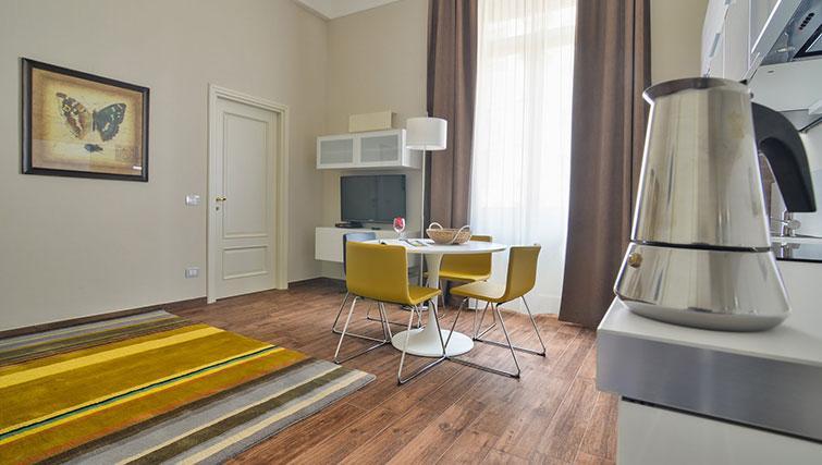 Dining area at Bohème-6 Apartment - Citybase Apartments