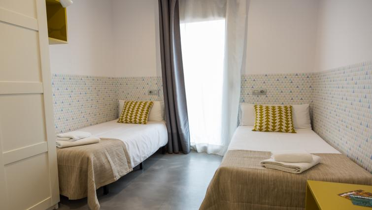 Twin beds at Park Guell Apartments - Citybase Apartments