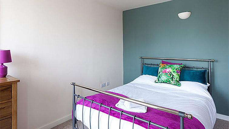 Bed at Hicking Dye Works Apartment - Citybase Apartments