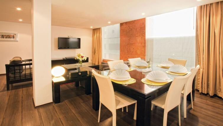 Table at the Grand Chapultepec Residencial - Citybase Apartments