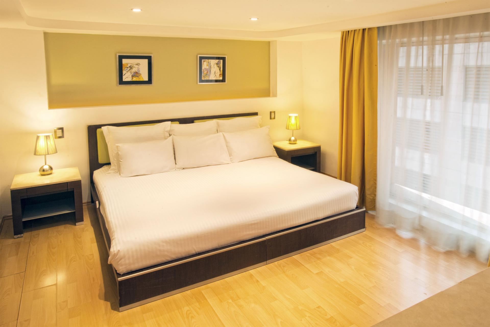 King size bed at Grand Chapultepec Residencial - Citybase Apartments