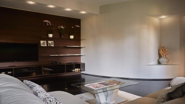 Table at Turati Apartment - Citybase Apartments