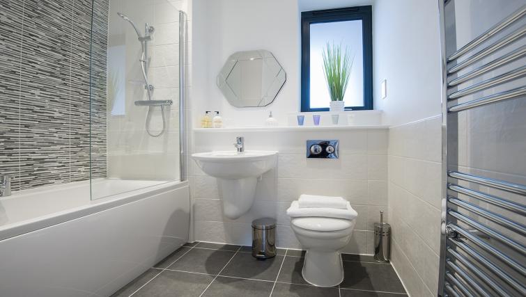 Bathroom at the De Havilland House Apartments - Citybase Apartments