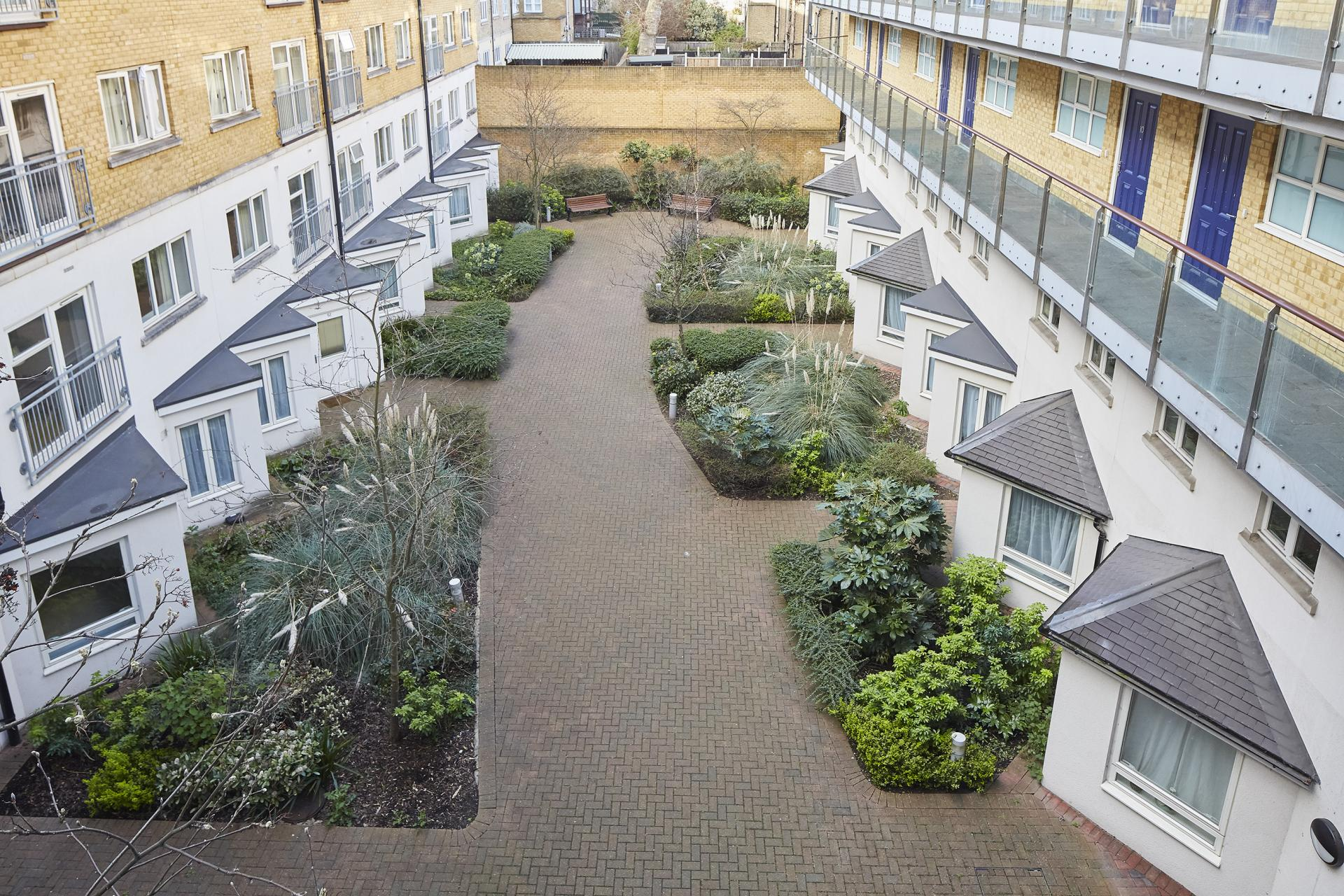 Courtyard at Limehouse Apartments, Limehouse, London - Citybase Apartments