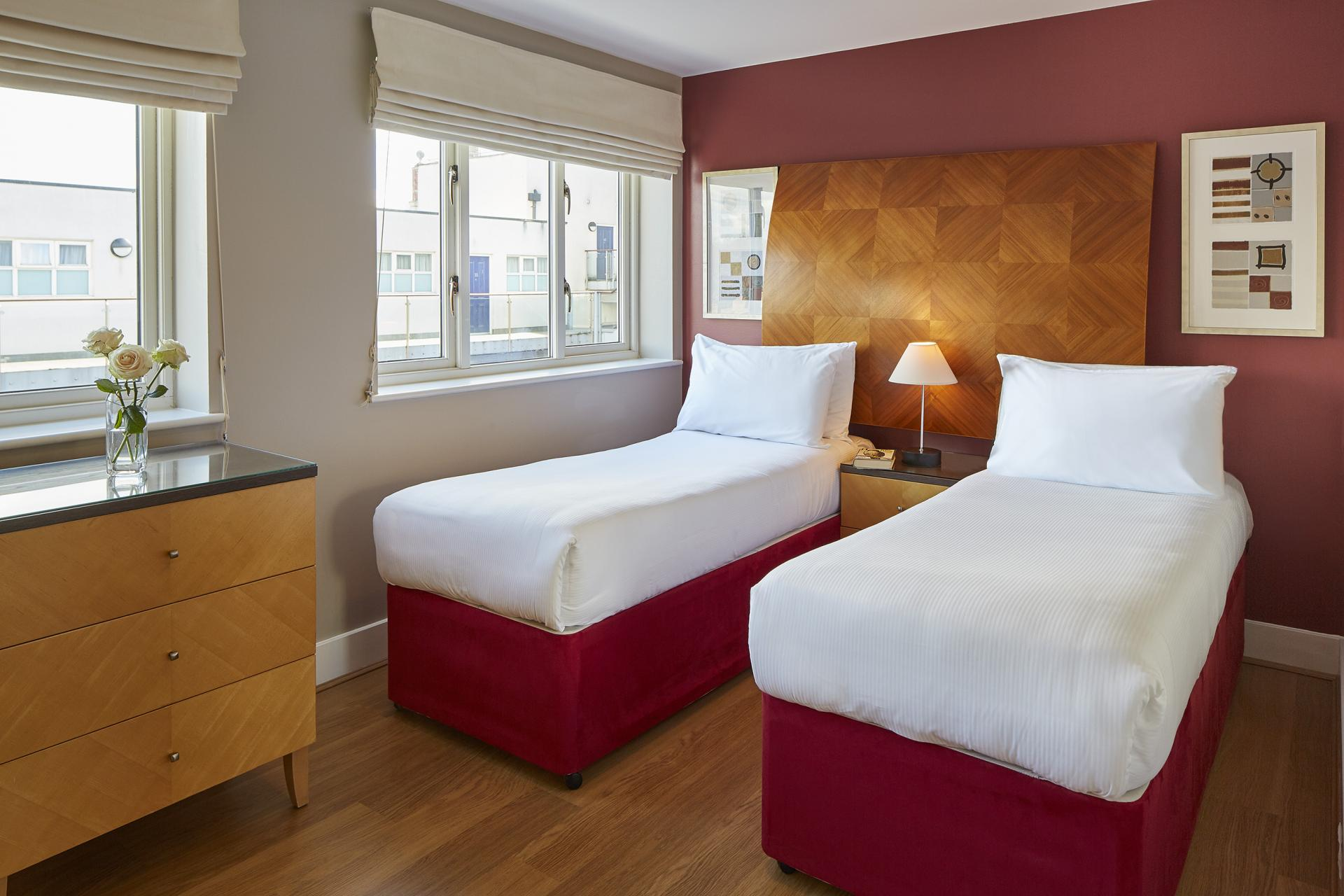 Twin beds at Limehouse Apartments, Limehouse, London - Citybase Apartments