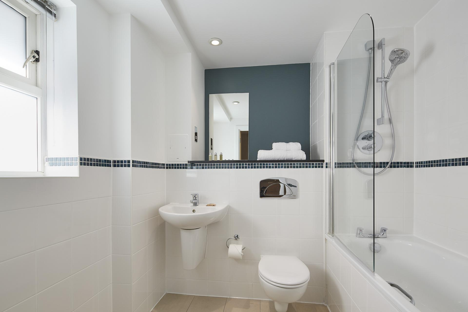 Bath at Limehouse Apartments, Limehouse, London - Citybase Apartments