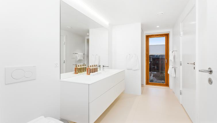 Bathroom facilities at the STAY Kastellet Apartments - Citybase Apartments