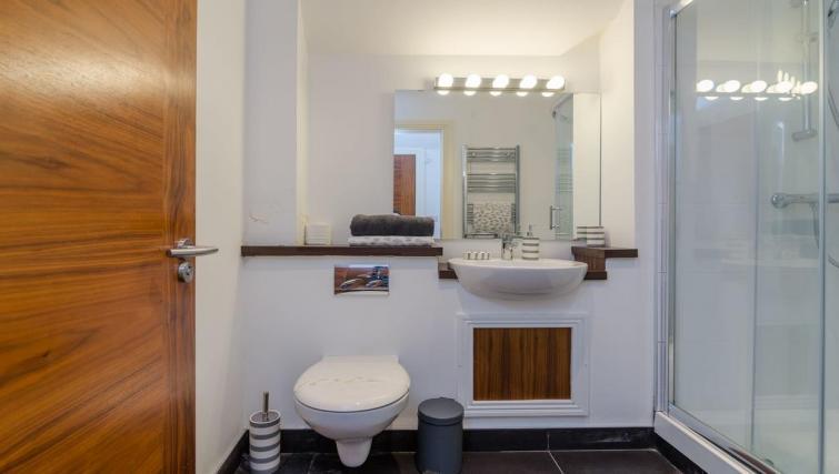 Bathroom facilities at 1 Fitzrovia Apartments - Citybase Apartments