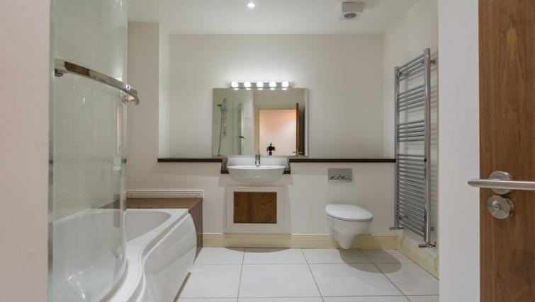 Bathroom at 1 Fitzrovia Apartments - Citybase Apartments