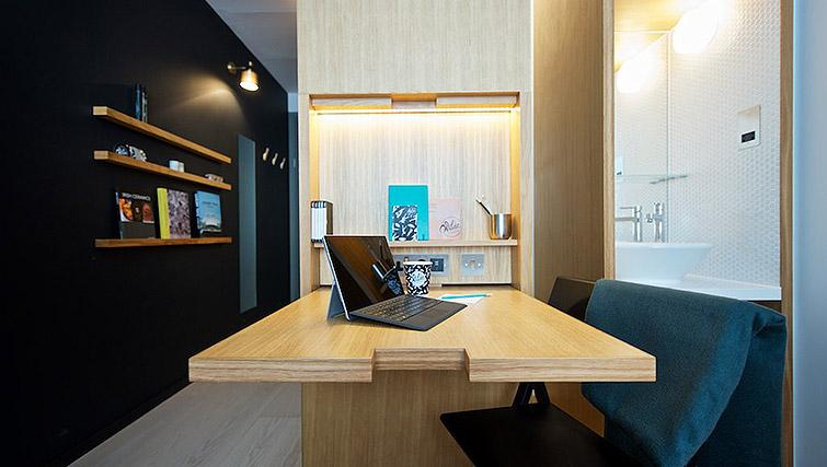 Desk at the Wilde Aparthotel by Staycity - The Strand - Citybase Apartments