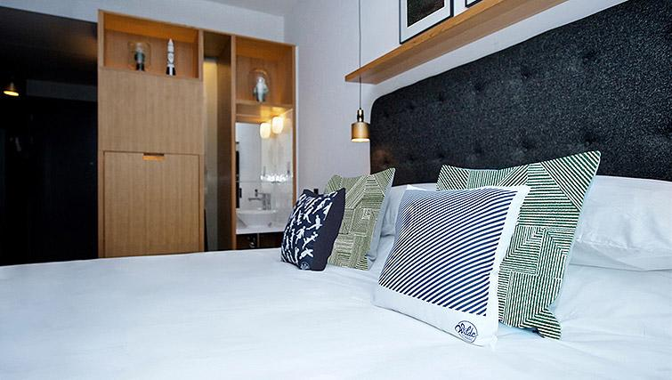 Double bedroom at Wilde Aparthotel by Staycity - The Strand - Citybase Apartments