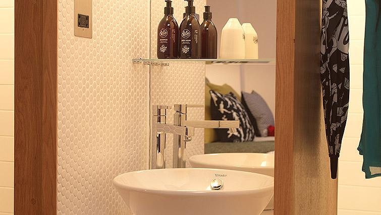 Bathroom at Wilde Aparthotel by Staycity - The Strand - Citybase Apartments