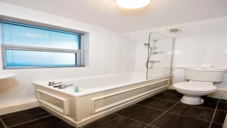 Bathroom at the Pierhead Apartment - Citybase Apartments