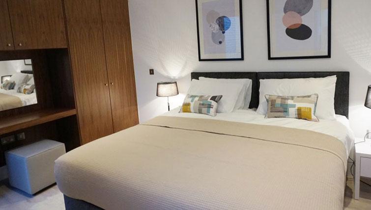 Bed at Kensington Apartments - Citybase Apartments