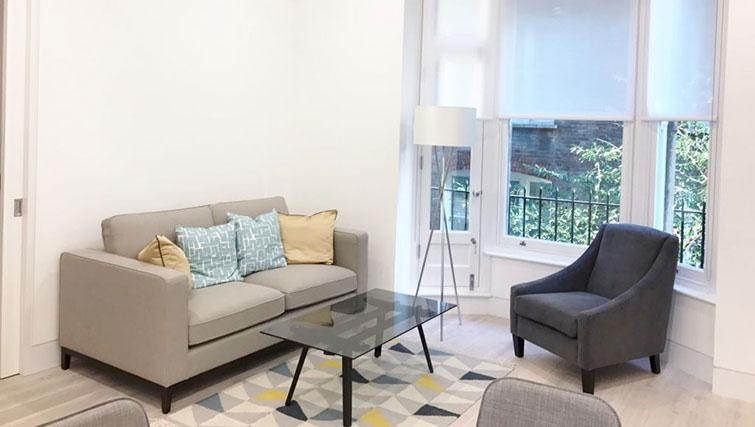 Living area at Kensington Apartments - Citybase Apartments