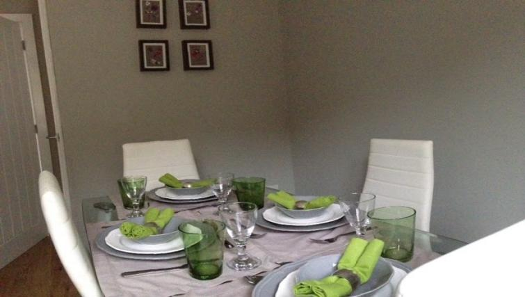 Dining area at Cosy Dragon @ Tanglewood House - Citybase Apartments