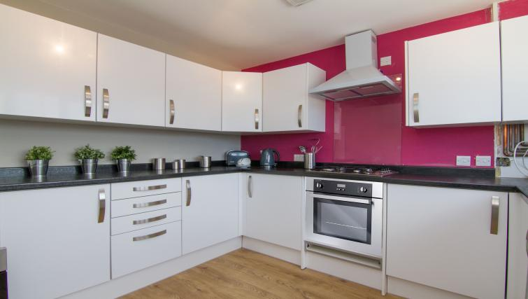 Kitchen at Cosy Dragon @ Tanglewood House - Citybase Apartments