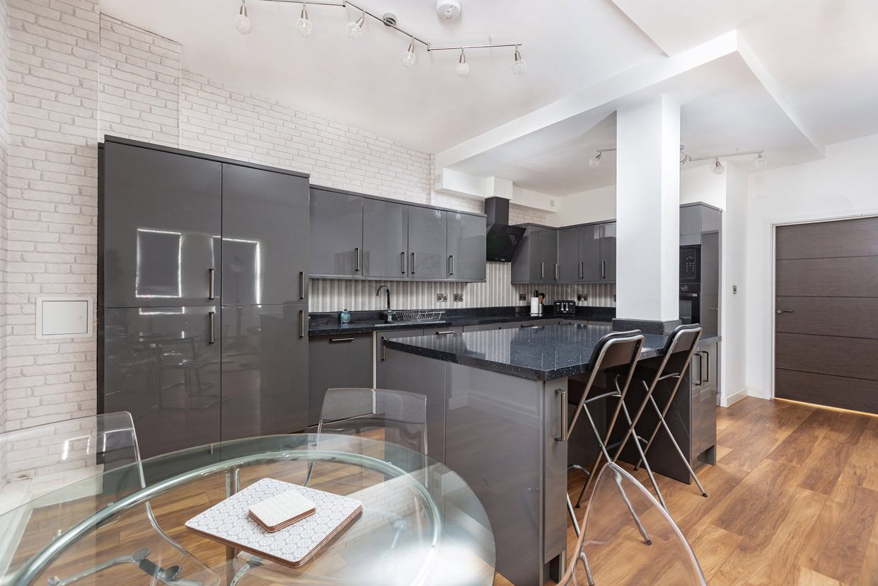 Breakfast bar at Manhattan Heights Apartments, Centre, Maidstone - Citybase Apartments