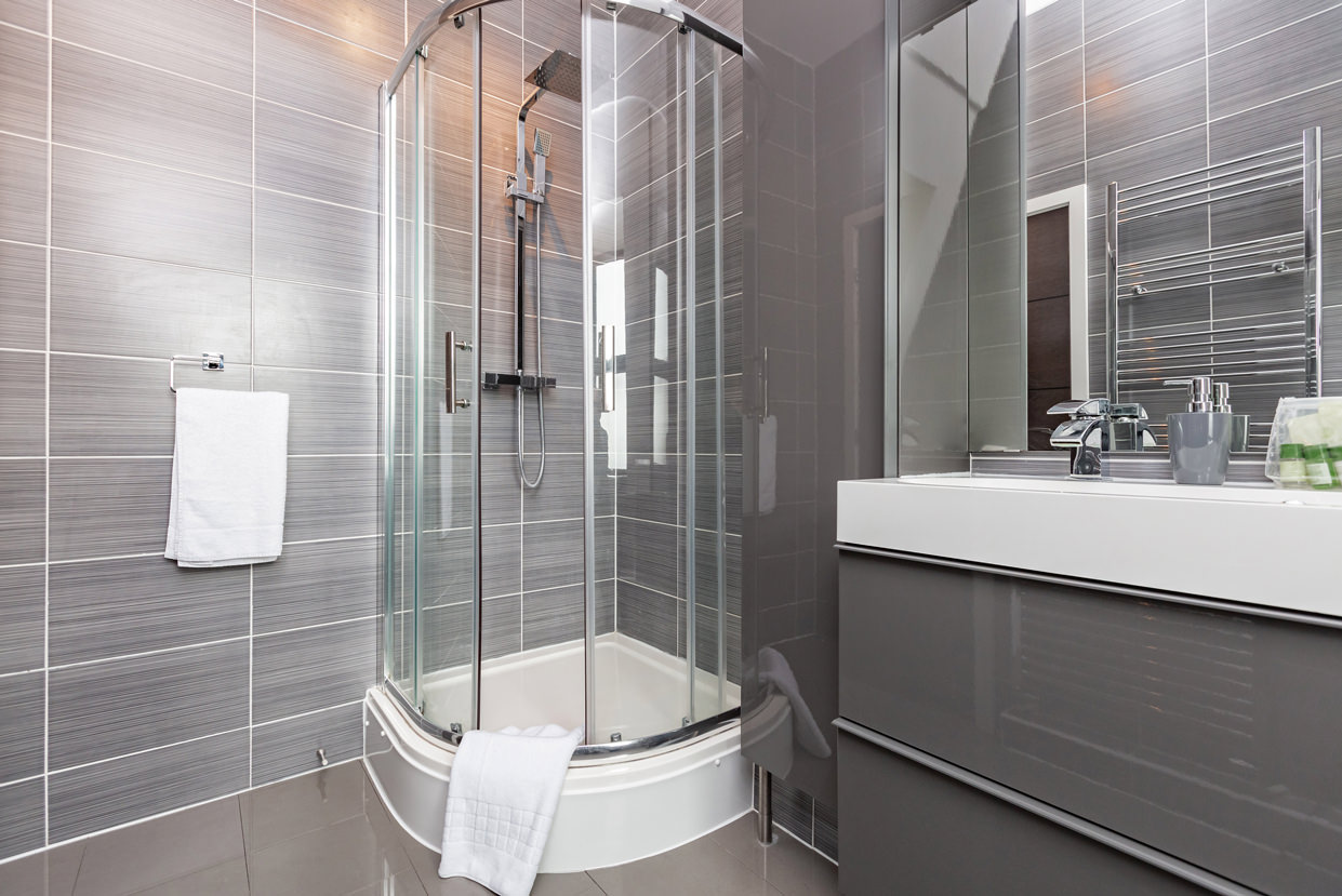 Shower at Manhattan Heights Apartments, Centre, Maidstone - Citybase Apartments