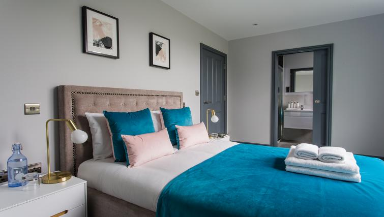 Double bed at Alexandra Road Apartments - Citybase Apartments