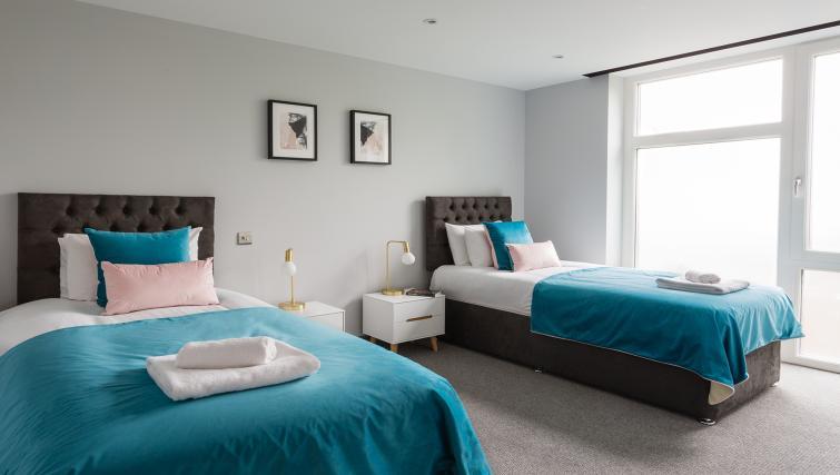 Twin beds at Alexandra Road Apartments - Citybase Apartments