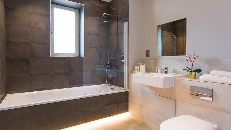 Bath at Alexandra Road Apartments - Citybase Apartments