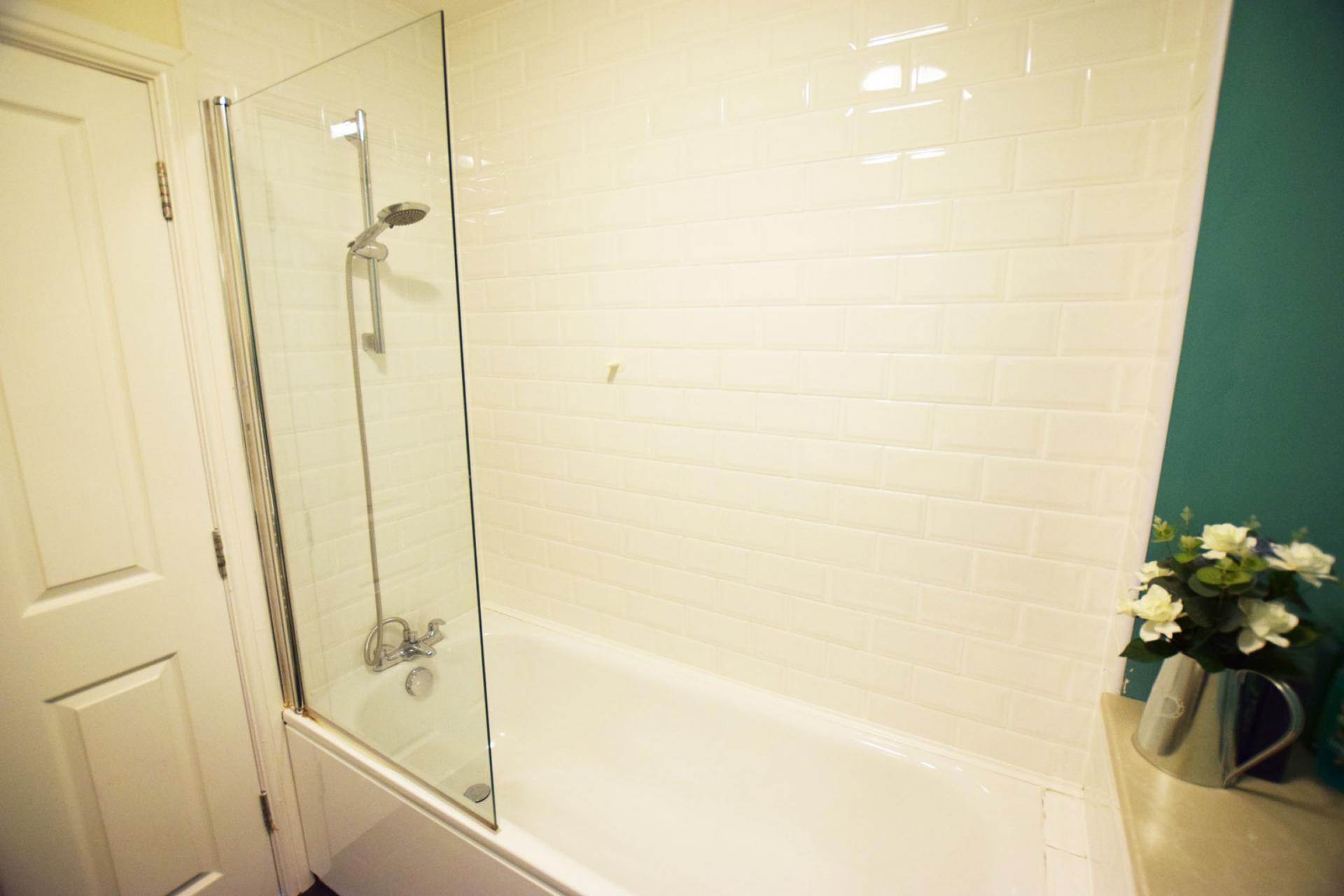 Bath at Sherlock Holmes Apartments - Citybase Apartments
