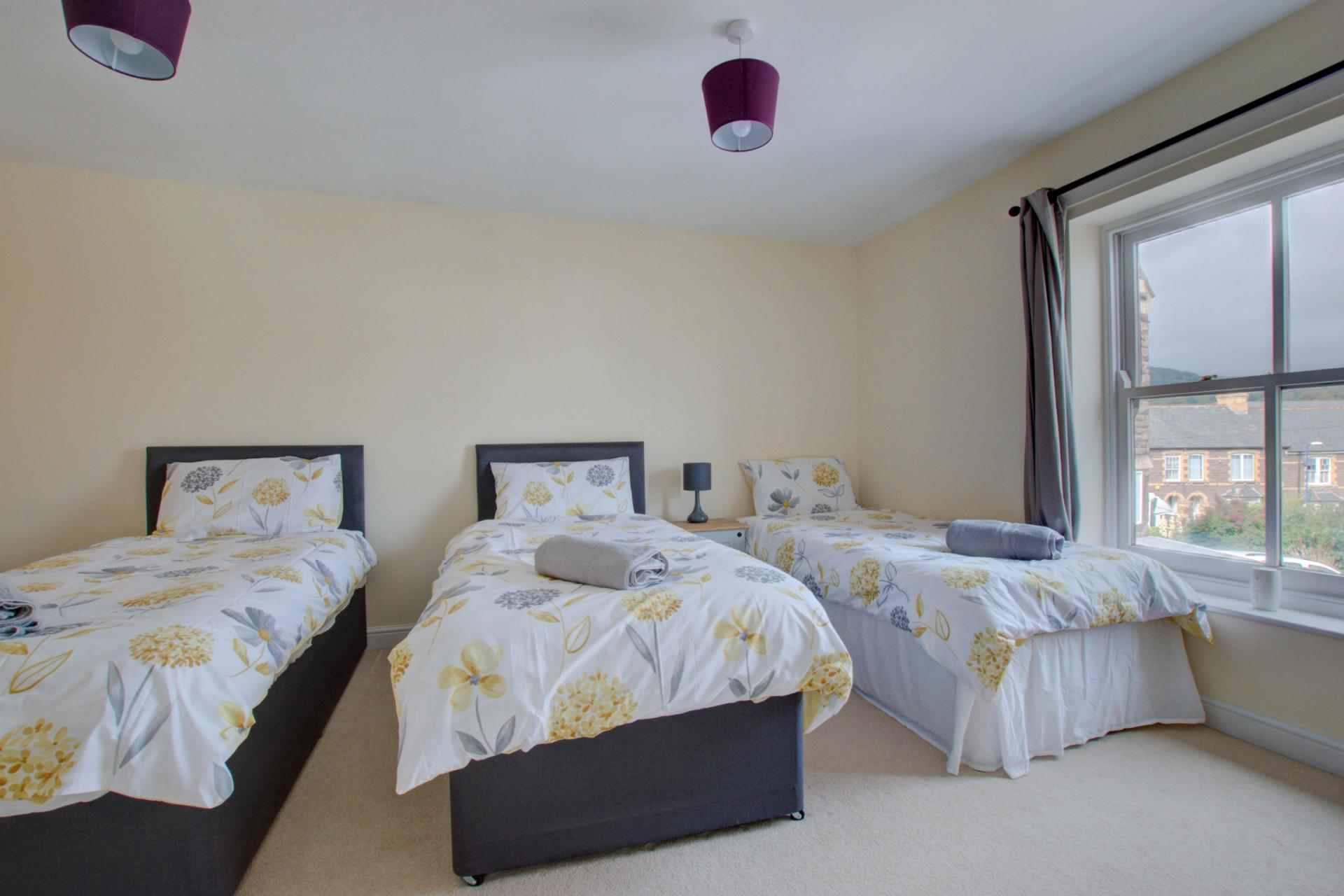 Three bed bedroom at Sherlock Holmes Apartments - Citybase Apartments