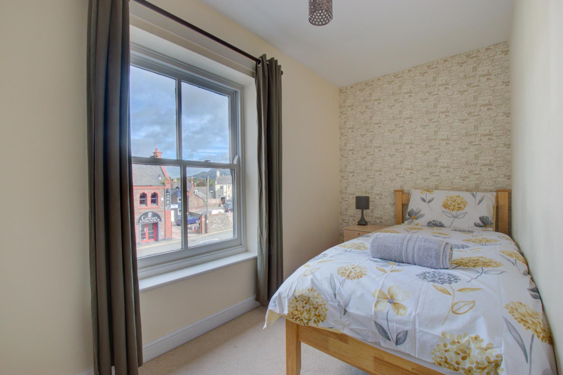 Single bed at Sherlock Holmes Apartments - Citybase Apartments
