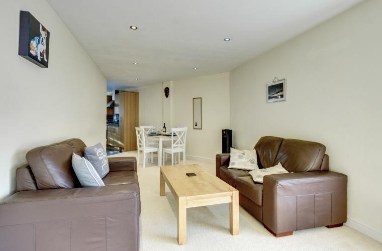 Lounge at Sherlock Holmes Apartments - Citybase Apartments