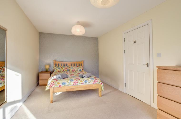 Large bedroom at Sherlock Holmes Apartments - Citybase Apartments
