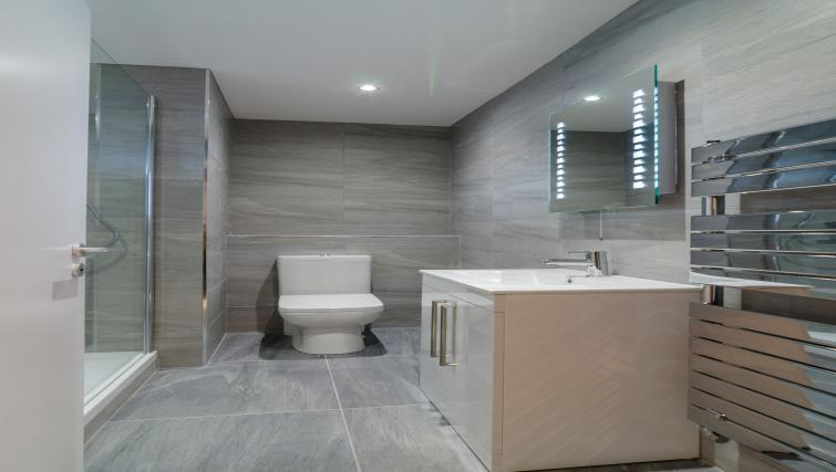 Sleek bathroom at the Citygate Apartment - Citybase Apartments