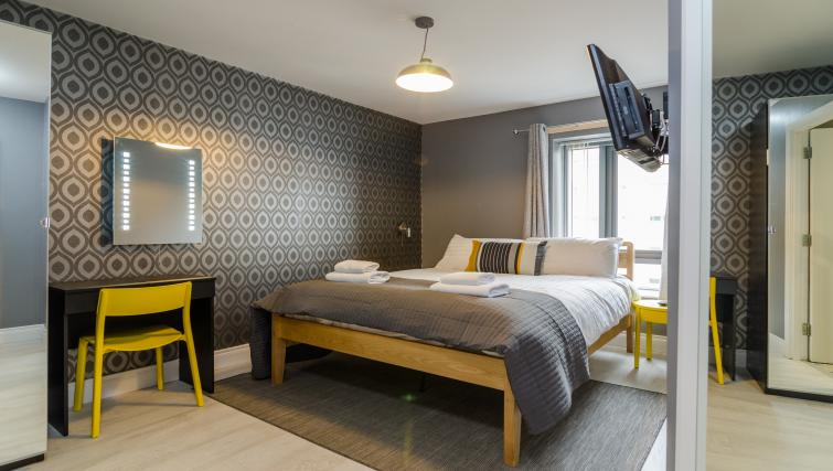 Cosy bedroom at the Citygate Apartment - Citybase Apartments