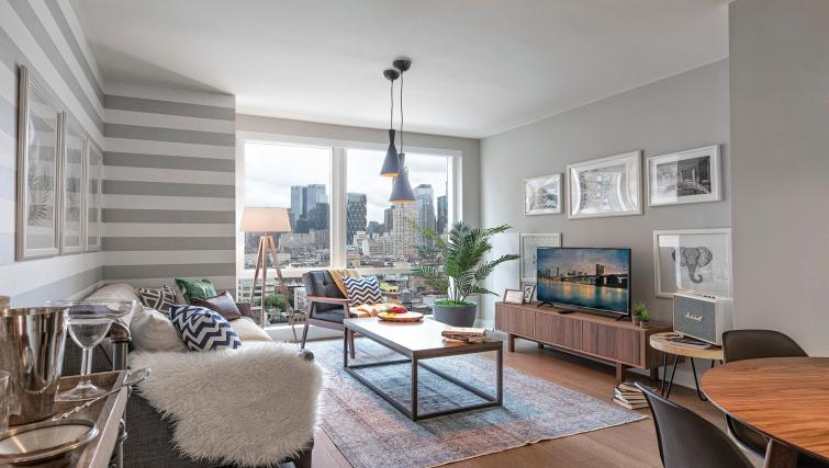 Lounge at MiMa, Hell's Kitchen Apartment - Citybase Apartments