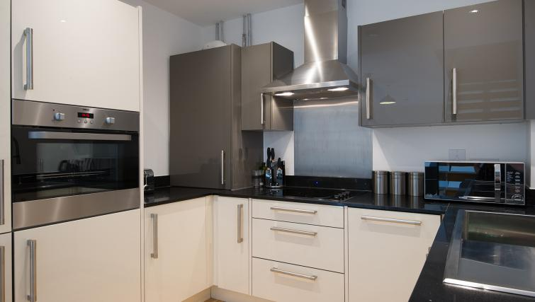 Kitchen at the Flamsteed Executive Townhouse - Citybase Apartments